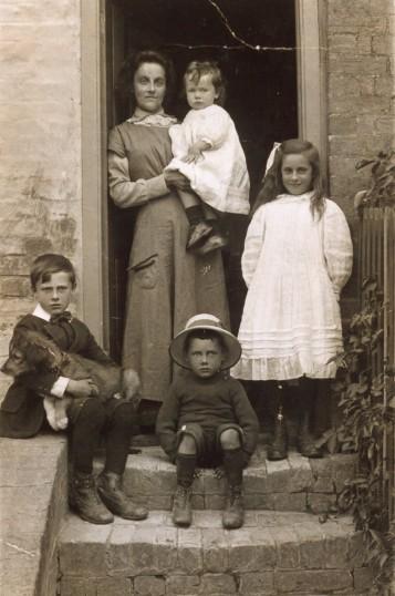 Storey family circa 1917