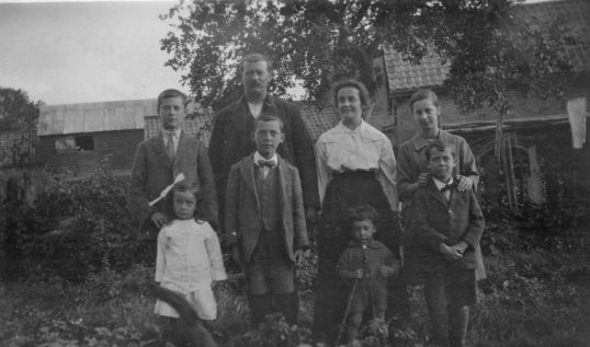 George & Maud Ruth Storey & family 1923