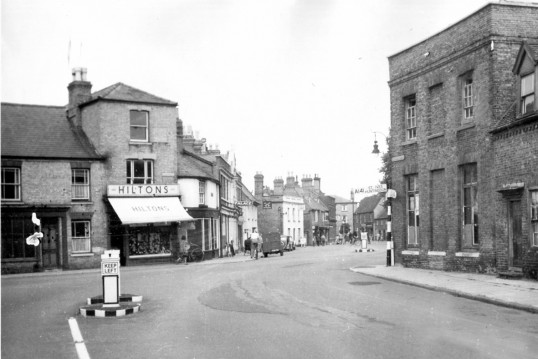 Market Hill, Chatteris. Doctor Nix house on right removed for road widening. (see 2008 photo)