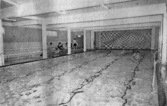 Newspaper photo of Chatteris Empress swimming pool at it's opening. See news cutting report image. Chatteris museum news cutting.