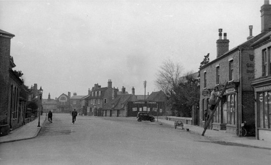Park Street, Chatteris showing Dring's, Cinema, Weedon and Scotney shops.
