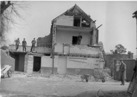 Re: Demolitiion of 'Ivy House', Station Street Chatteris, in later stages of demolition. 5 members of demolition team.