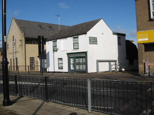 'Chatteris Antiques  and Collectables'  shop in High Street Chatteris