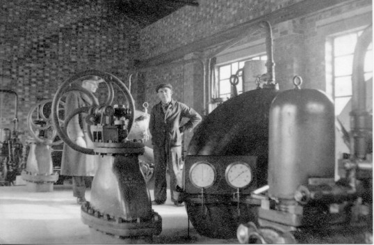 Driver William Peggs (centre) in Chatteris Docks  pumping station 1943. Central Mr William Peggs . He also ran the Whitemill Corn Windmil