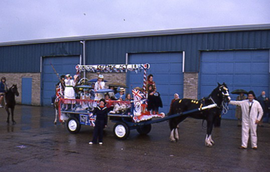 Decorated Horse & cart. Chatteris Silver Jubilee parade .  Photo by Mr E J Tilley