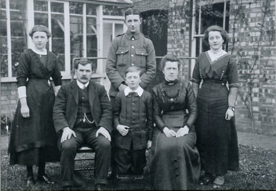 Henry Graves family of Chatteris. Uploaded for Mrs Watkinson at ccan
