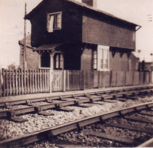 Old house by rail track at slade end chatteris home of for Old house tracks