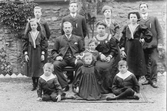 Chatteris shoemaker Arthur Boulton and family