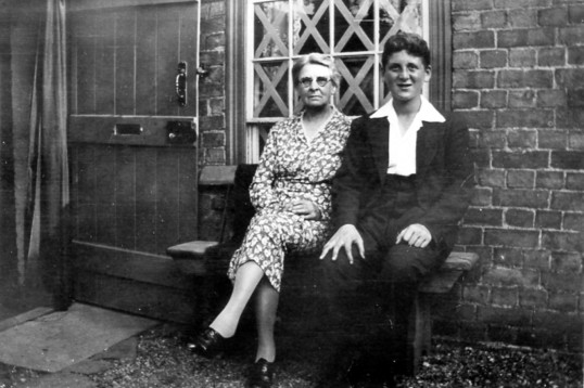 Chatteris Evacuee with possibly his landlady.
