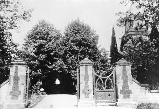 Cemetery Gate . New Rd Chatteris.
