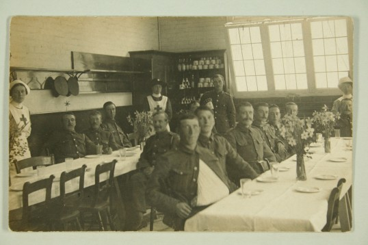 1915-VAD-nurses-Biggs-Rowley-Collingwood-with-soldiers-in-Firs-Coach-house-canteen.-IMG_8499
