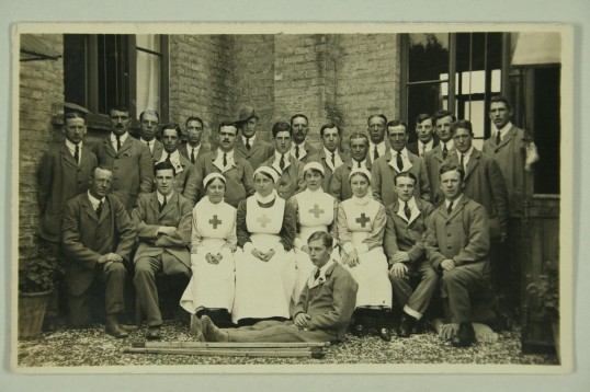 1917-School-Hill-Nurses-and-wounded-soldiers-in-their-blue-serge-uniforms-IMG_8513