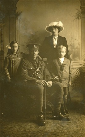 Percy_Cox_and_family1_s