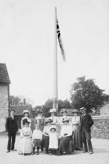Linton - Empire Day at Linton National School.  The school staff with Mr & Mrs Samuels and Family. Empire Day at Linton Church School in 1909
