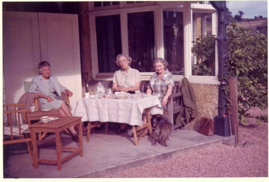 Phyllis and friends 1964.Source Goodliff Archive.
