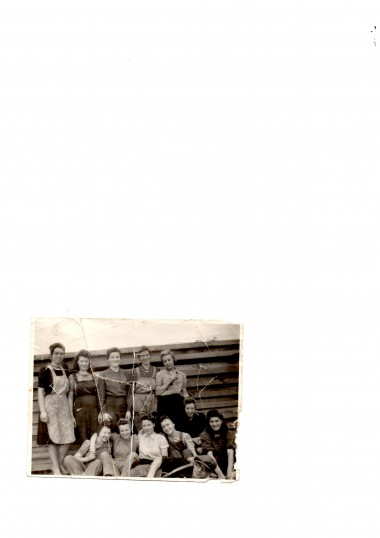 Barbara Minnie Cowles. Second Right. later on a G.I.Bride.