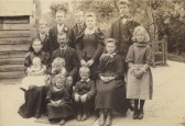 The Pepper family photographed at Brewery Lane Farm, North End, Meldreth on 15th June 1895 by photographer Frank Hinkins of Royston
