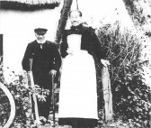 Joseph Henry Searle and his sister Alice Nightingale (nee Searle), possibly outside their cottage in Stone Lane, Meldreth.