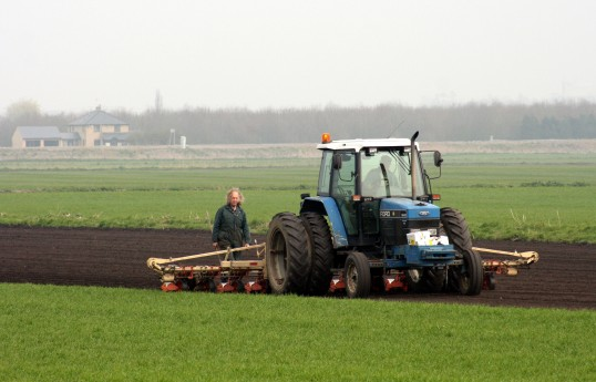 Roger Parson & Tony Rudderham drilling Beet.Laurel Farm, Pymoor,  is in the background 2007.