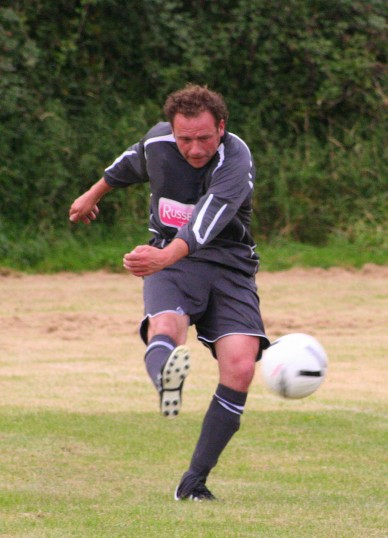 Tony Ure, Manager of Pymoor FC in action against Wisbech St Mary on 22 Sep 2007.