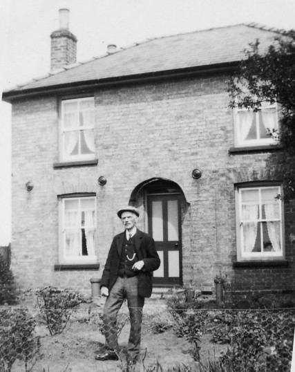 Thomas Aspland in Main Drove, Pymoor, circa 1928.