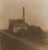 Hundred Foot Pumping Station, Pymoor at a time when it was run by steam. The road along the bank was made in 1925.