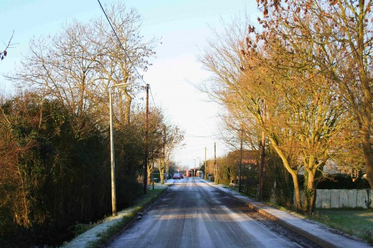 The first real frost of winter occured in Pymoor just after Christmas. Here is Pymoor Lane, looking West towards the crossroads on Pymoor Hill.