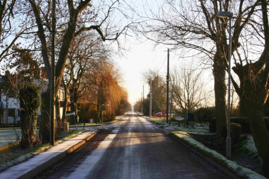 The first real frost of winter occured just after Christmas in Pymoor. Here is Pymoor Lane looking eastwards.
