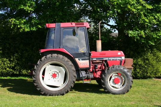 A Case International 895 XL Duo tractor in Pymoor, 2009.