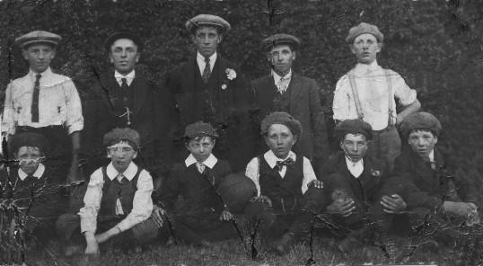 Pymoor and Oxlode Football Team.