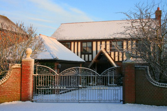 Tudor Lodge, Pymoor Lane. Pymoor received its first snowfall of the winter during the night of the 18th/19th December, 2009.