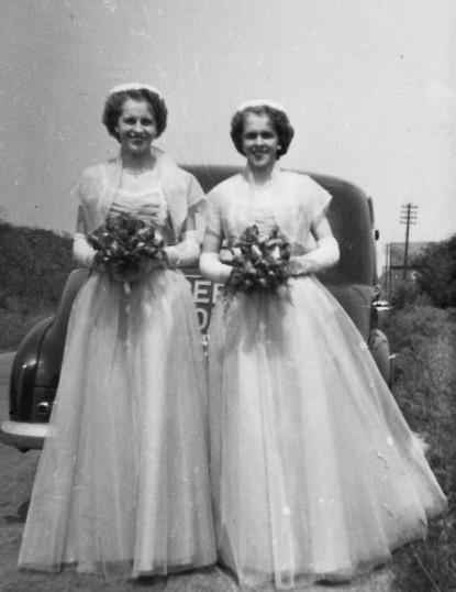 Irene & Peggy Fincham, Hundred Foot Bank, Pymoor.