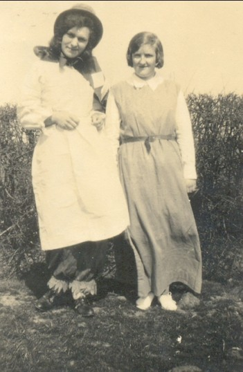Hilda and Ida Brown, two young girls in Pymoor.