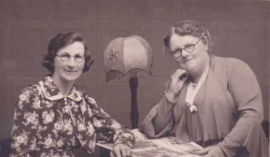 Minnie and Emma Barker, 1939
