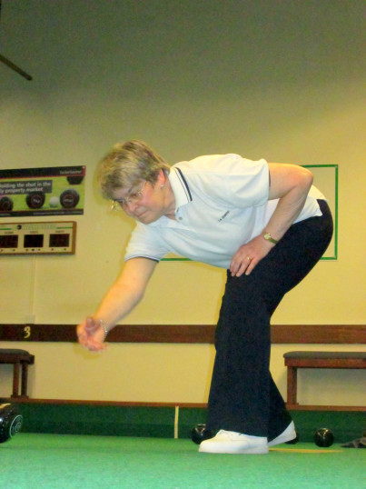 Rosemary Davis of Pymoor playing Bowls at the City of Ely Bowls Club 2017.