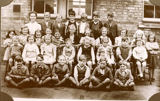 Ramsey Forty Foot Infants School photograph.
