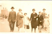 John Freeman(Snr), Mrs Rushen, Kitty, Mary Elizabeth, John Herbert (Jnr) & Nellie Freeman of Great Whyte, Ramsey