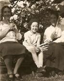 Ivy May Richardson, Stella Stephens (nee Richardson) & Martha Ingle at the Avenue, Ramsey