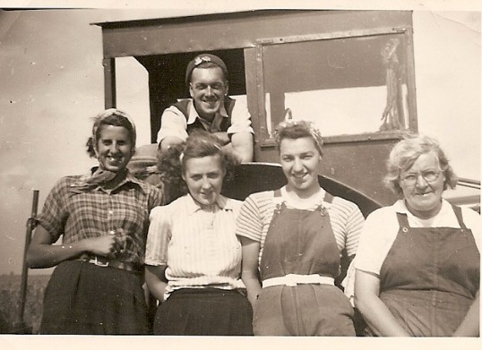 Mereside farm potato picking gang.John Green, Dinie Jones, Sylvia Moulding, Beryl Lambert, Harriet Howard.