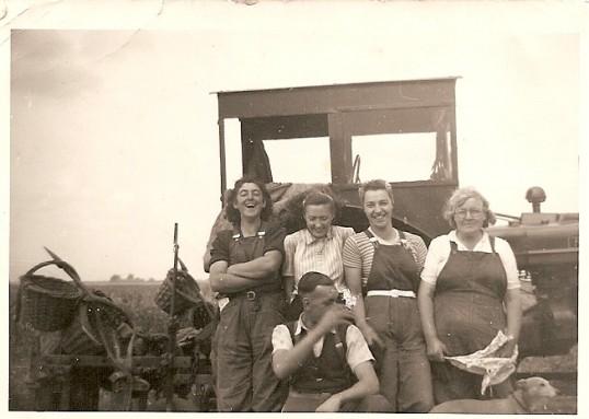 Murial & Sylvia Moulding, Beryl Green, Harriot Howard, John Green & whippet Dog.
