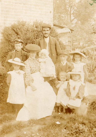 William Burton and Family Christmas Day 1909
