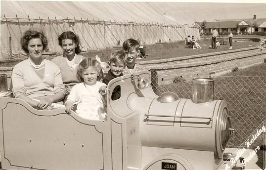 Elsie Cade, Elsie Papworth, Racket Cade, Ken Papworth and Norman Papworth of Ramsey Mereside at Butlins