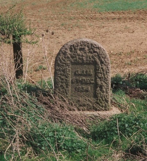 Monument to accident victim on Stangate Hill Old North Road. (A Belgium student, Gerardus Johannes Mulder)