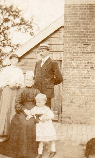 The Stanyon Family outside their cottage at Tort Hill Sawtry. Courtesy Lesley Smith.