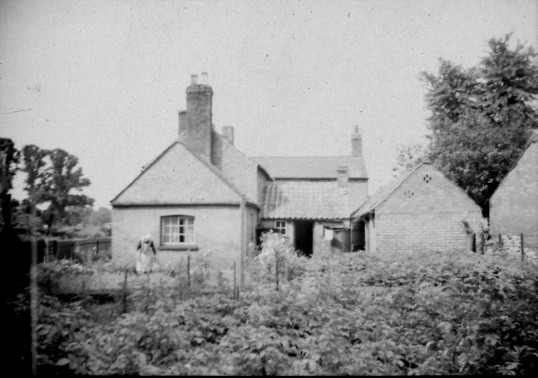 Stanyon family cottage Tort Hill Sawtry. Courtesy Lesley Smith.