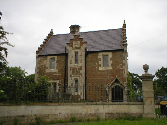 PORTERS LODGE BUILT AROUND 1786 - GATE HOUSE TO CONINGTON CASTLE