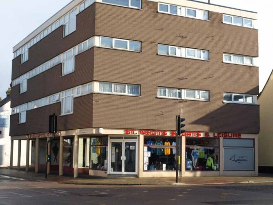 St Neots Sports and Leisure shop, with flats above, junction of Church Street and Cambridge Street, St Neots, in November 2008