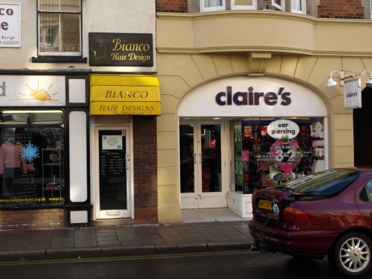 Bianco Hair Designs and Claires Accessories, 28 High Street in November 2008