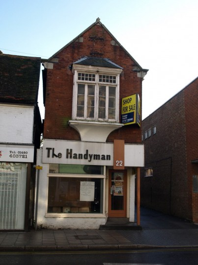 The Handyman hardware shop, 22 High Street in November 2008 - closed