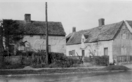 Paynes house on the Great North Rd, Eaton Socon, around 1930 - demolished 1930's
